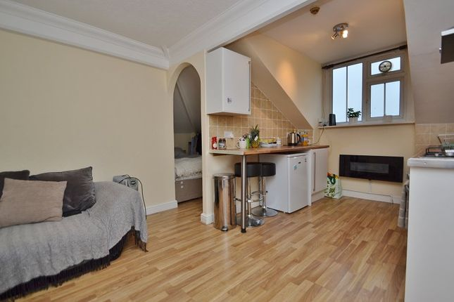 Thumbnail Flat to rent in Harrogate Road, Moortown