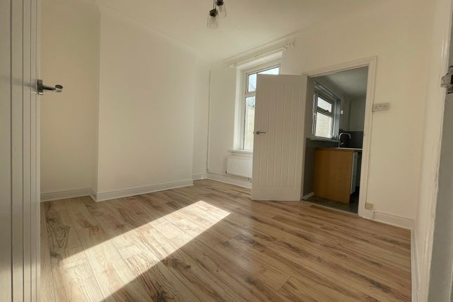 Thumbnail Property to rent in Clive Road, Barry