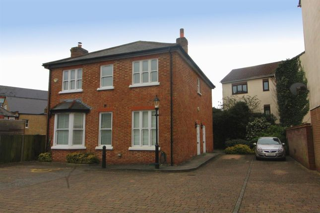 2 bed flat for sale in Leinster Mews, High Barnet, Barnet EN5