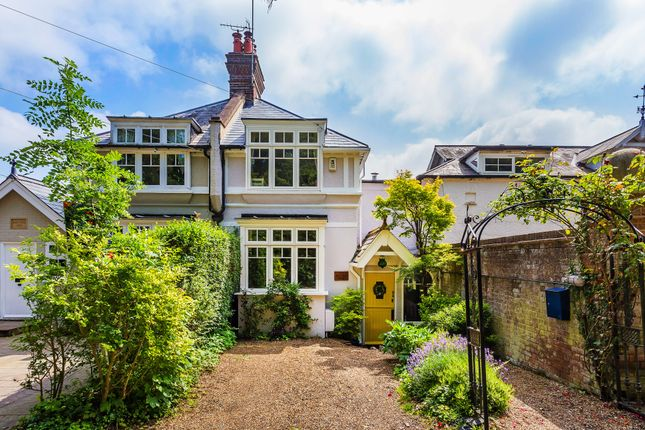 Thumbnail Terraced house for sale in Lunghurst Road, Woldingham, Caterham