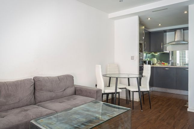 1 bed flat to rent in The Oxygen, Royal Victoria Dock E16