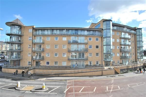1 bed flat for sale in Berberis House, Highfield Road, Feltham