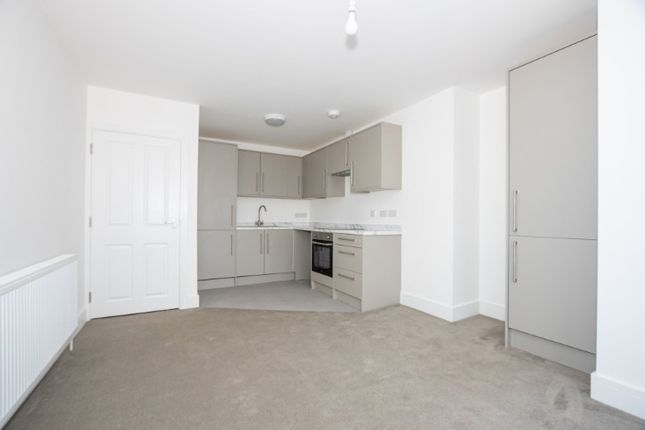 Thumbnail 1 bed flat to rent in Second Floor Flat, Cheriton Road, Folkestone
