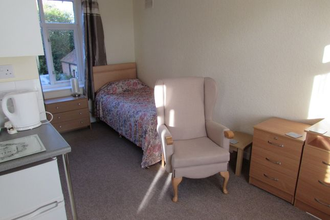 Thumbnail Room to rent in Braunton House, 23 Grove Avenue, Yeovil