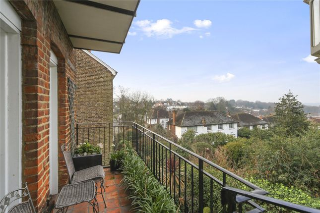 Flat for sale in Crooked Billet, London