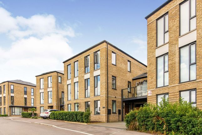 Thumbnail Town house for sale in Crawford Crescent, Coulsdon