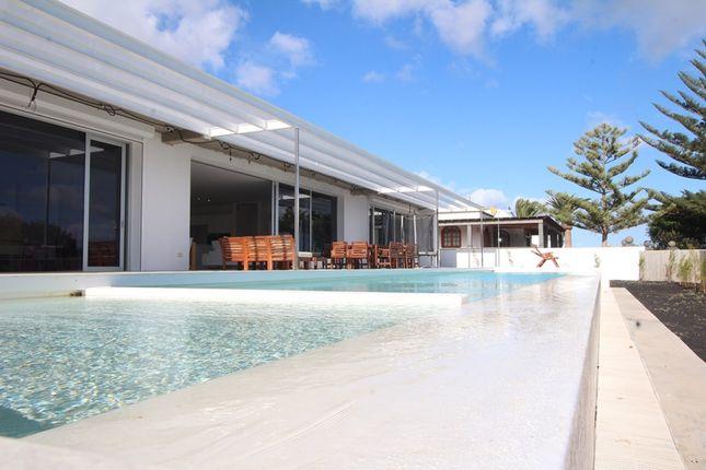 Thumbnail Villa for sale in Arrecife, Lanzarote, Spain
