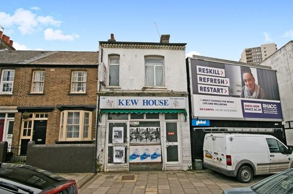 Thumbnail Commercial property for sale in High Street, Brentford