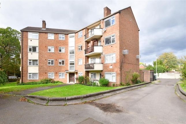 3 bed flat for sale in High Road, Buckhurst Hill, Essex IG9