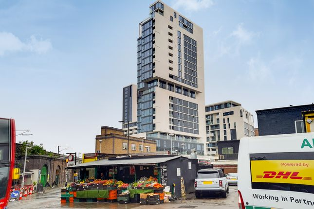 Thumbnail Flat to rent in City North Place, North East Tower, London