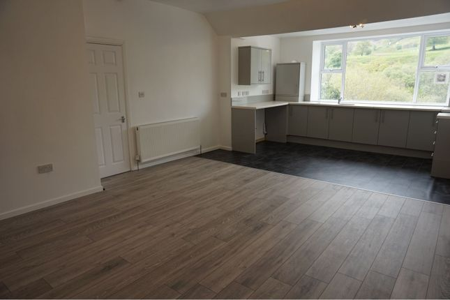 Thumbnail Flat to rent in Commercial Street, Senghenydd