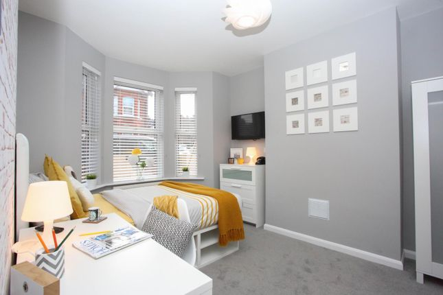 Thumbnail Shared accommodation to rent in Chiltern Rise, Luton
