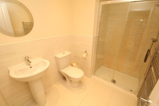 Master En-Suite of Falling Sands Close, Stour Valley Kidderminster DY11