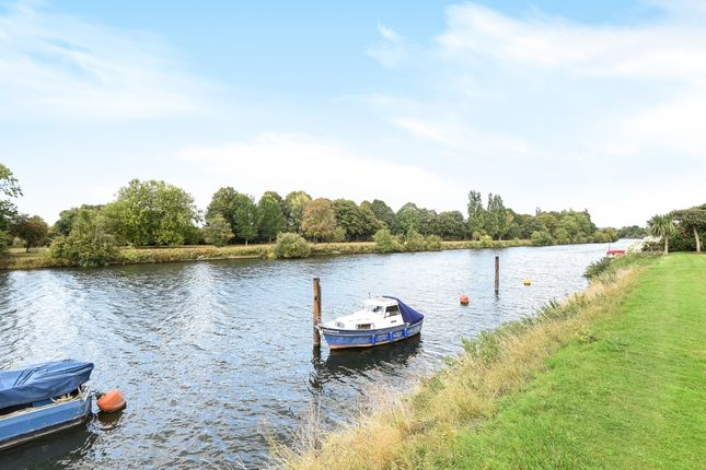 Thumbnail Town house to rent in Ditton Reach, Thames Ditton, Surrey