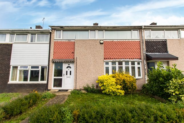 Thumbnail Terraced house for sale in Shepeshall, Laindon