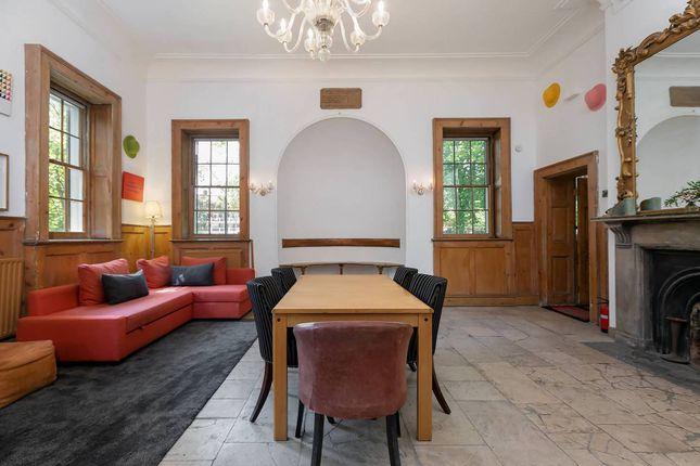Bungalow to rent in Tower Bridge Road, Bermondsey, London