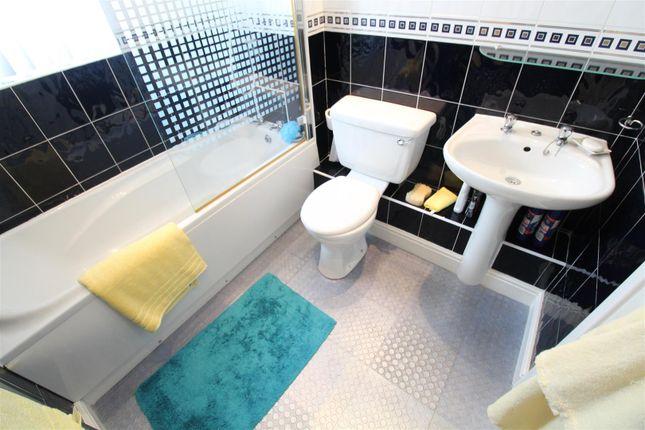 Bathroom of Countess Close, Hull HU6