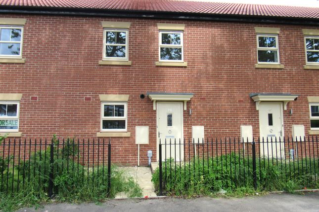 Thumbnail Town house for sale in Maybury Road, Hull