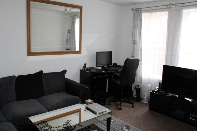 Thumbnail Flat to rent in Verbena Close, West Drayton, Middlesex