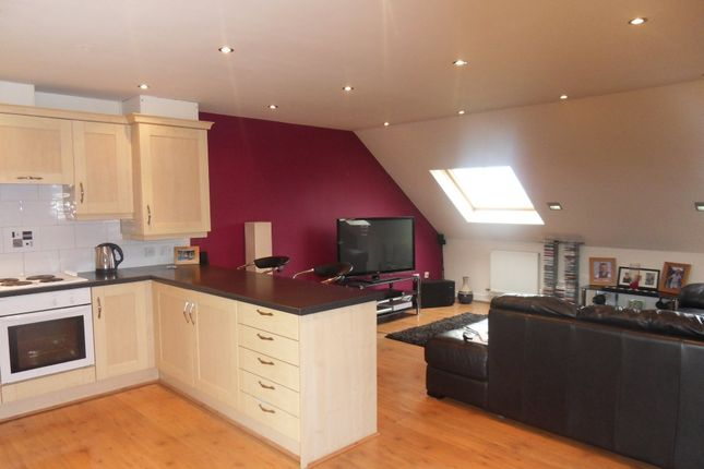 2 bed flat to rent in Pankhurst Close, Guide, Blackburn BB1