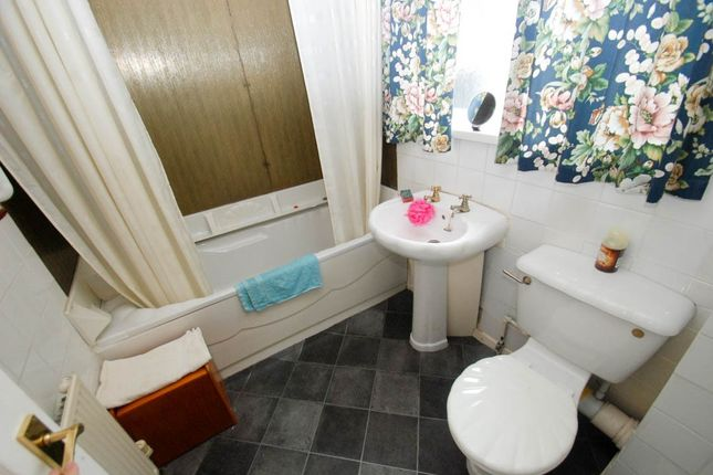 Bathroom of Canterbury Street, South Shields NE33