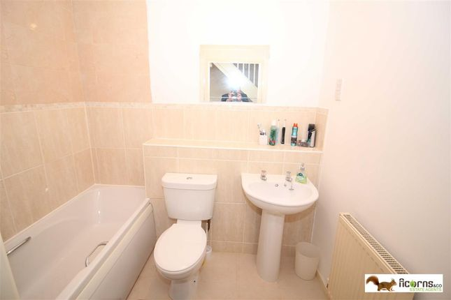 Family Bathroom of Manorhouse Close, Walsall WS1
