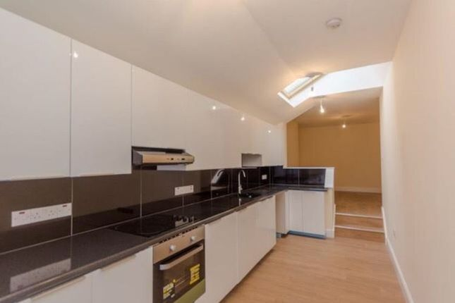 5 bed semi-detached house to rent in Torkington Avenue, Wembley