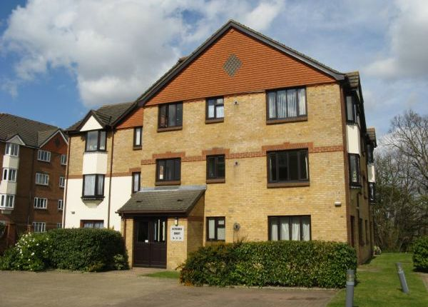 1 bed flat to rent in St. Annes Rise, Redhill