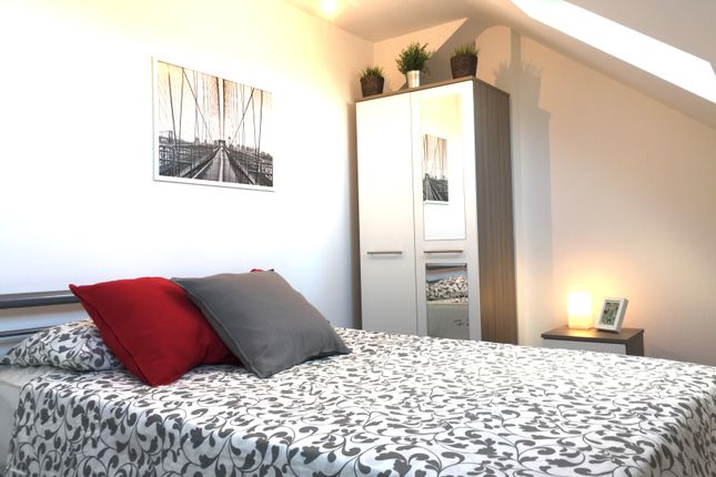 Thumbnail Room to rent in Morden Road, Mitcham