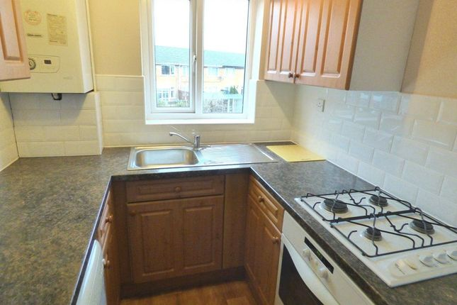 2 bed flat to rent in Tulip Close, Sale, 5Rx.
