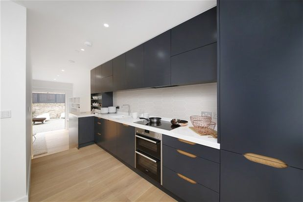 Thumbnail Property for sale in Cintra Park, London