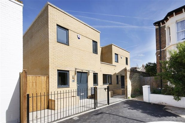 Thumbnail Property for sale in Brading Road, London