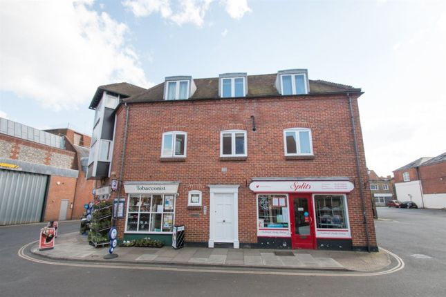 2 bed flat to rent in St. Martins Street, Chichester