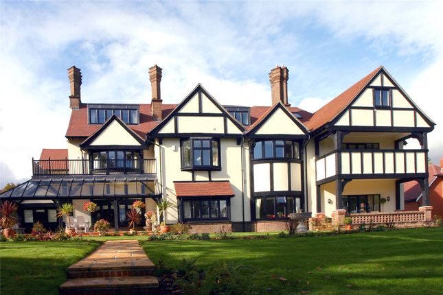 1 bed flat for sale in Coombe Hall Park, East Grinstead, West Sussex RH19
