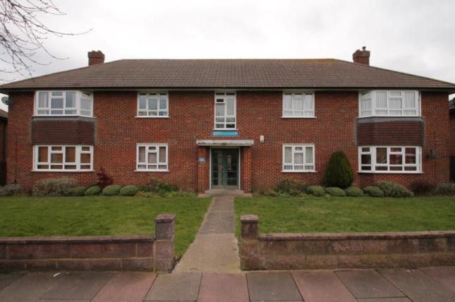 Thumbnail Flat to rent in Orchard Way, Elmers End, Beckenham, Kent