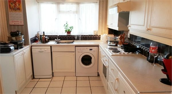 Thumbnail Flat for sale in Bargrove Close, London