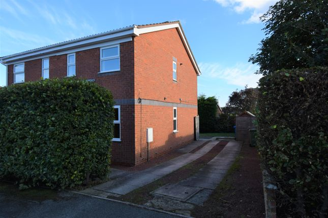 Thumbnail Town house to rent in The Lawns, Bridlington