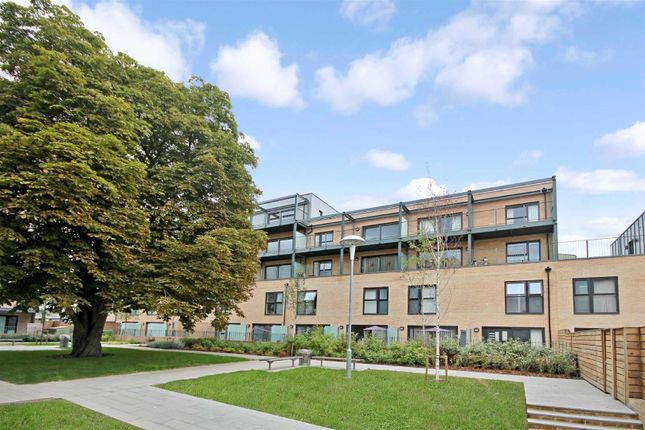 Thumbnail Flat for sale in Flamsteed Close, Cambridge