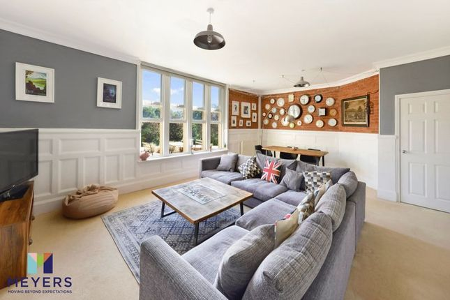 Thumbnail Flat for sale in Hawthorn Road, Charlton Down