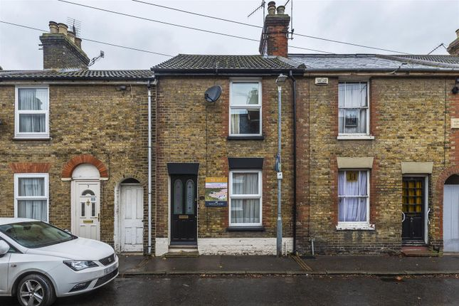 2 bed property to rent in Westgate Road, Faversham ME13