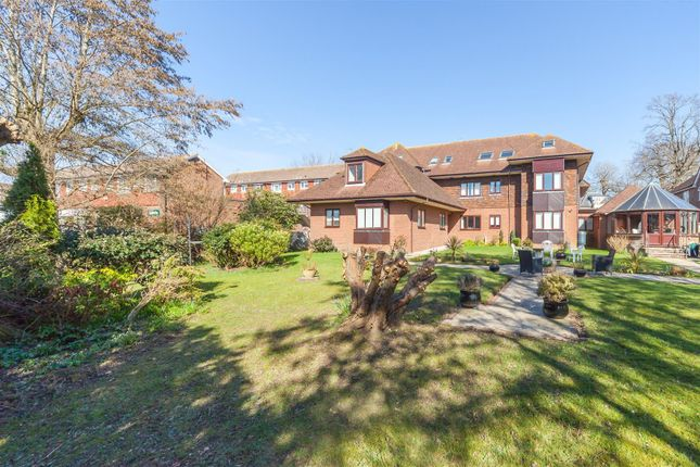 Thumbnail Flat for sale in Keymer Road, Hassocks