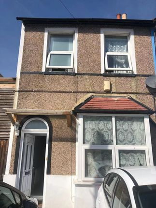 Thumbnail Terraced house to rent in The Drive, Thornton Heath