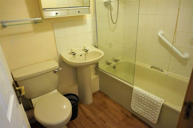 Bathroom of High Street, Heckmondwike WF16