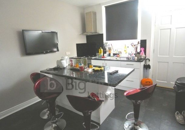 Thumbnail Terraced house to rent in Mayville Street, Hyde Park, Four Bed, Leeds