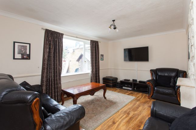 Thumbnail Terraced house for sale in Ampleforth Road, London