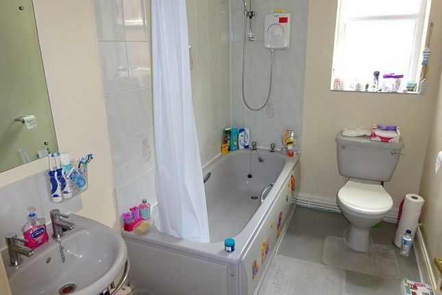 Bathroom of 40A, Demesne Road, Whalley Range, Manchester. M16