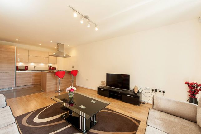 Thumbnail Flat to rent in Cable Street, Shadwell