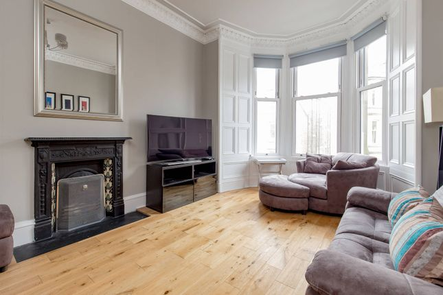 Thumbnail Flat for sale in Comely Bank Place, Edinburgh