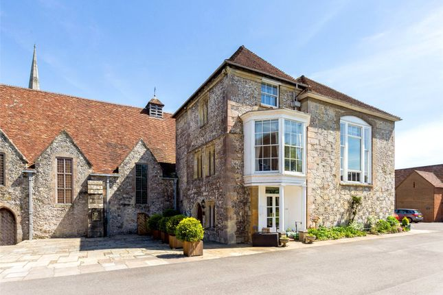 5 bed maisonette for sale in The Close, Salisbury, Wiltshire SP1