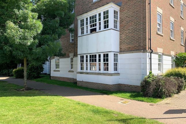 1 bed flat to rent in Winston Avenue, West Malling, Kent ME19
